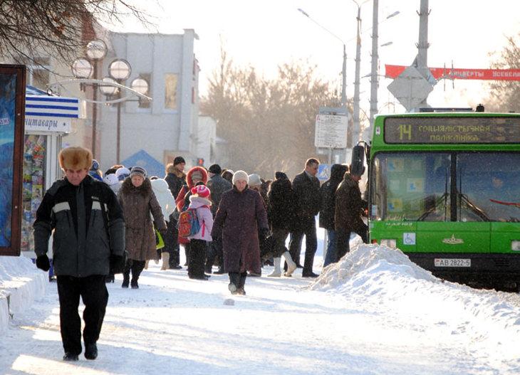 В Витебске автобус несколько метров протянул по асфальту зажатую в дверях пассажирку