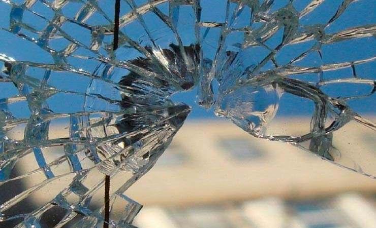 18-летний витебчанин поссорился с девушкой, а потом месяц бил окна в квартирах во всем микрорайоне