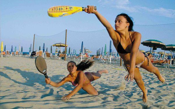 beach-862365_1280-e1556183715551-600x375